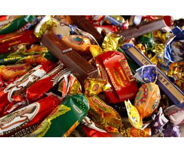 Подарки конфеты детям на Новый год по низким ценам